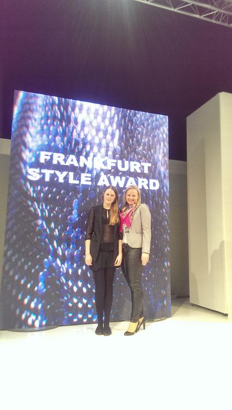 Melissa Schulz und Alicja vor Style Award Wand