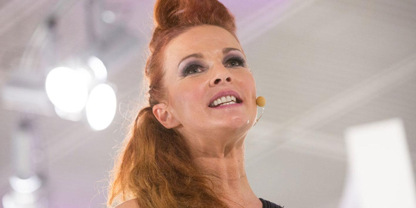 Die Famous Face Academy sorgt auch für das perfekte Styling von Moderatorin Anke Seeling ©prpkronberg