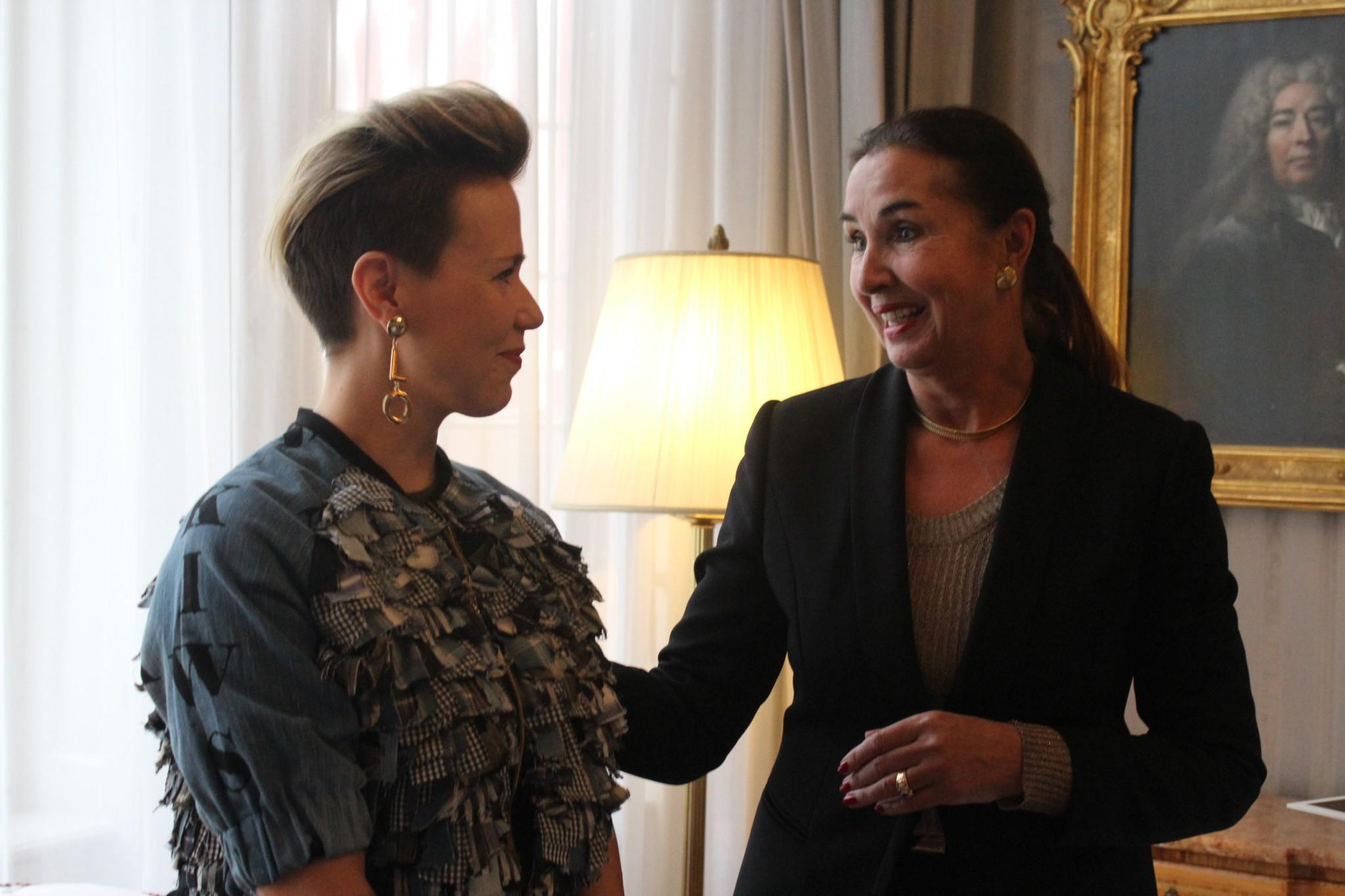 Raili Auraskari mit FRANKfurtstyleaward Gründerin Hannemie Stitz-Krämer