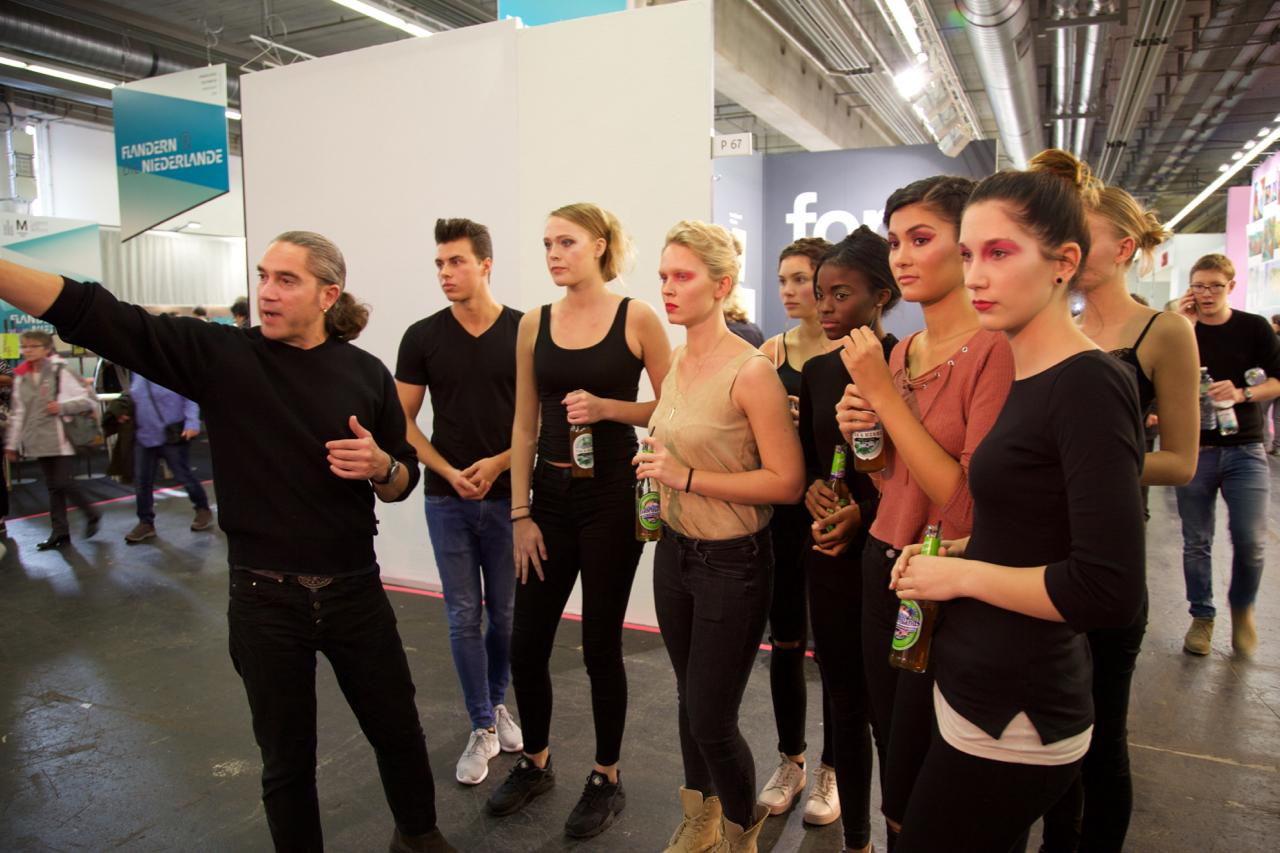 Marco Marcu instruiert die Models