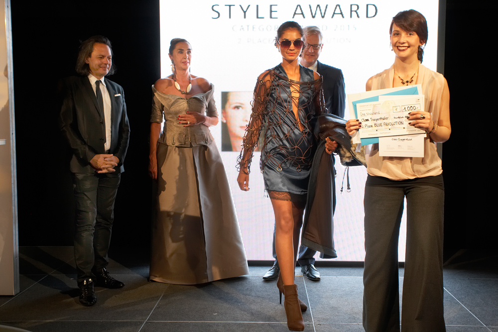 FrankfurtStyleAward_Gala150905_Category-Award-Winner_2.Place-Blue-Revolution_ClaraSiegenthaler